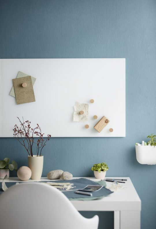 CHAT BOARD Classic magnetic glass board in Pure White
