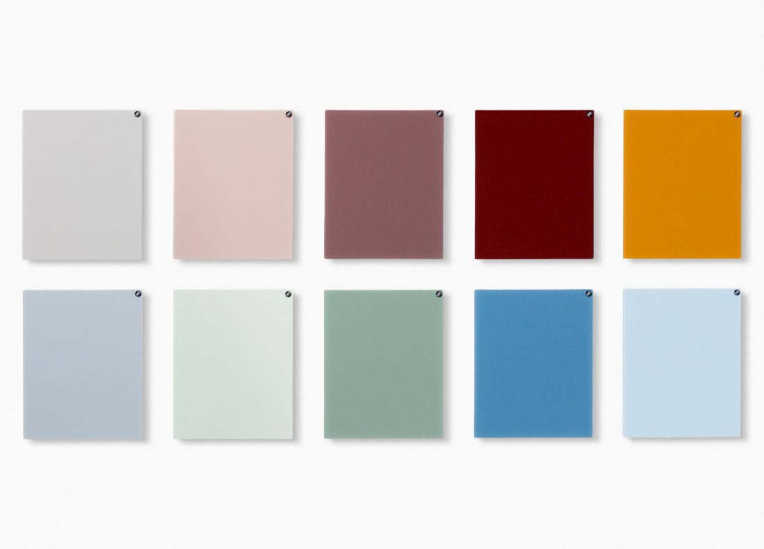 CHAT BOARD Classic magnetic glass boards in a selection of colours