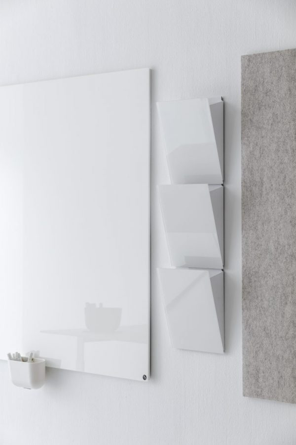CHAT BOARD Magazine Rack i Pure White tre styks vist med Classic og BuzziFelt og Storage Unit Hanger