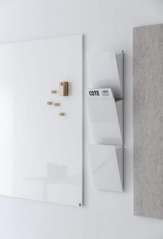 CHAT BOARD Magazine Rack 3 tyks i Pure White vist med Classic og BuzziFelt tavler