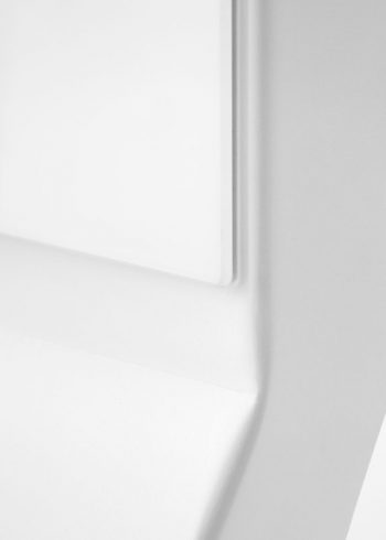 CHAT BOARD Mobile Pure White frame and glass detail shot