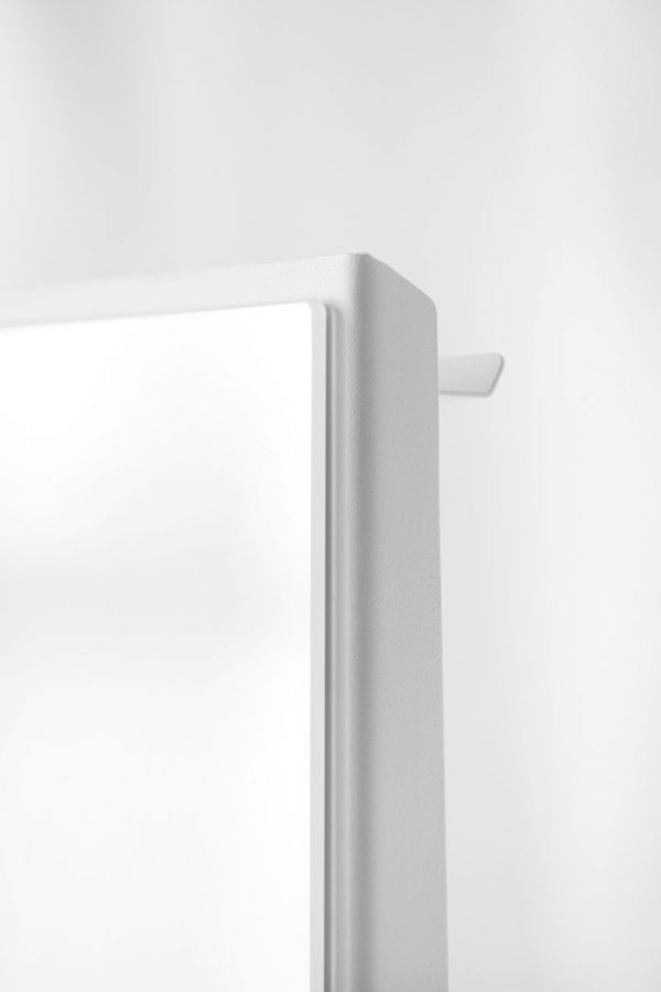 CHAT BOARD Mobile in Pure White top corner detail