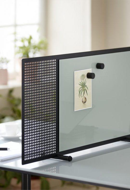 CHAT BOARD Poet desk screen in Black/Khaki closeup