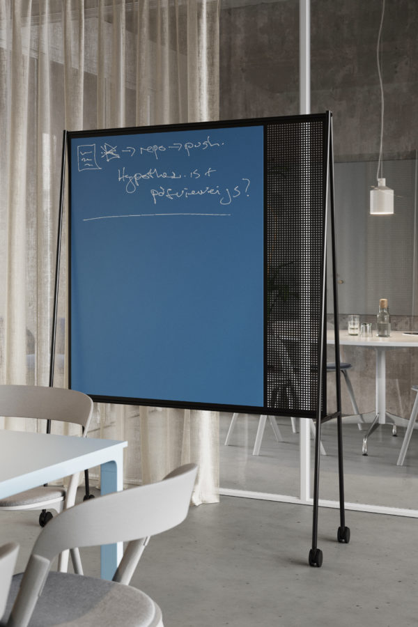 CHAT BOARD SQUAD Teacher in Denim glass, in a conference room setting