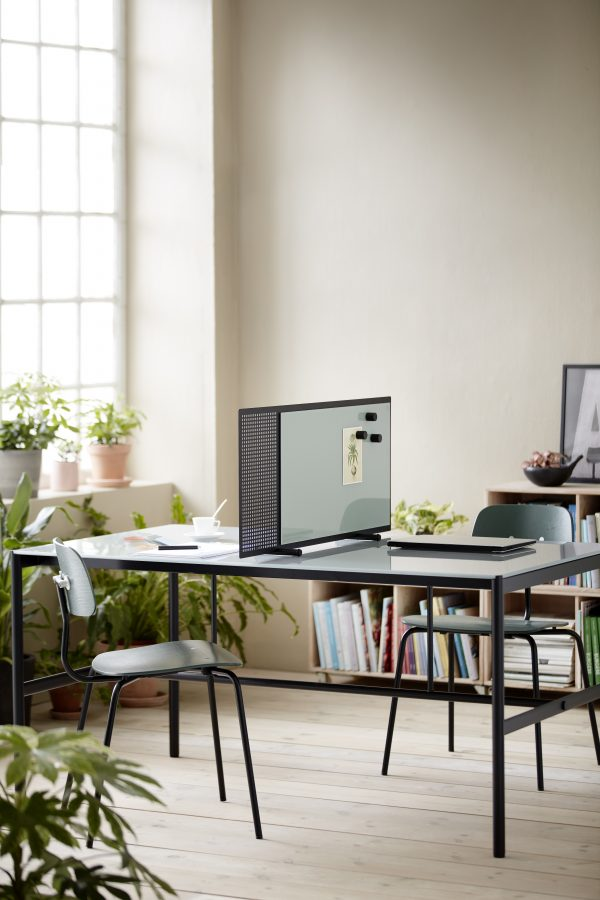 CHAT BOARD MIES Collab table with SQUAD Poet in a creative home office setting