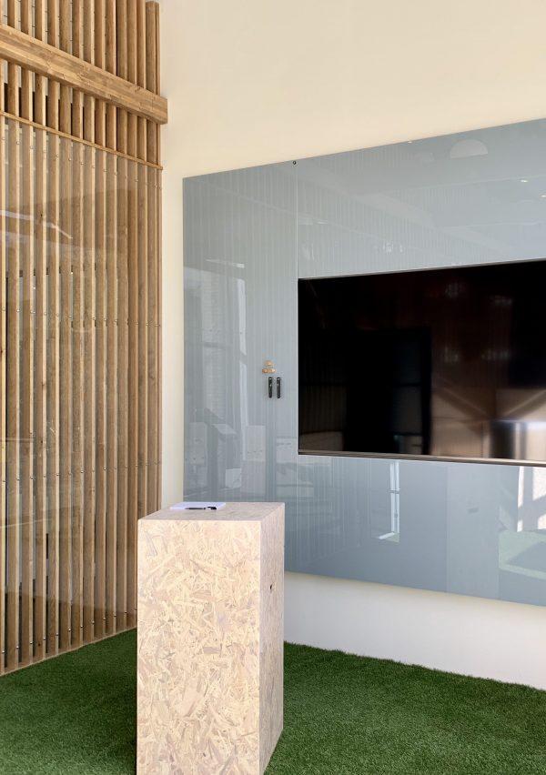 CHAT BOARD Classic tableaux en verre magnétiques sur mesure chez Dentsu Aegis Network conçu par Helle Holstein, Copenhague Danemark