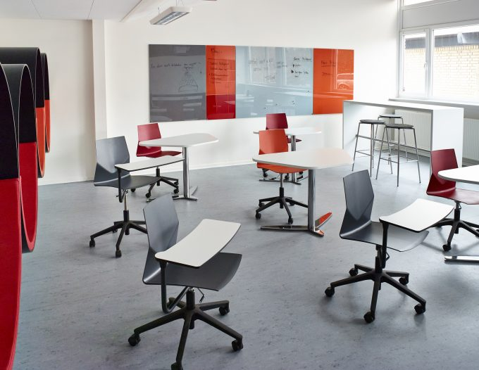 CHAT BOARD Classic magnetic glass boards at Vestervangsskolen