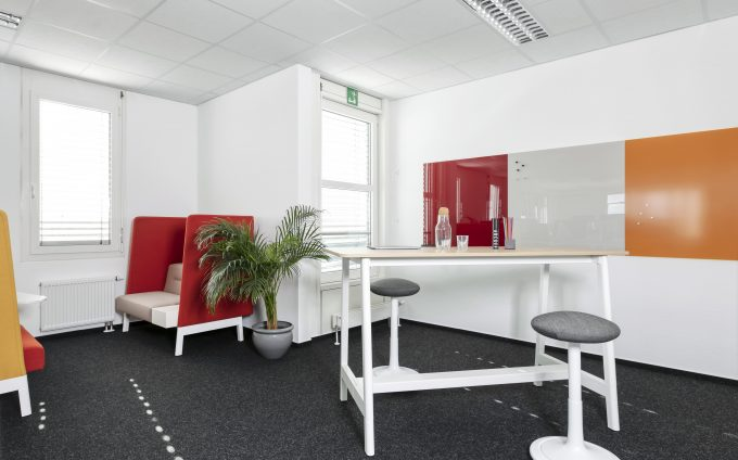 CHAT BOARD Classic in Ruby and Sand, and Matt in Ochre at Seeburger AG in Karlsruhe, project by Feco Feederle
