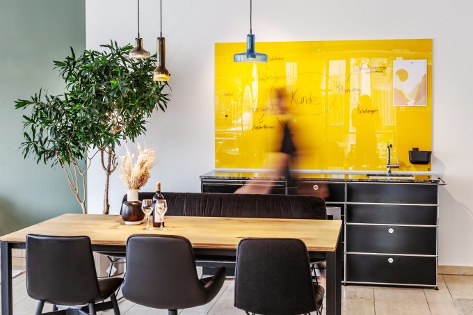 CHAT BOARD Classic in Sunflower at pro office Braunschweig showroom