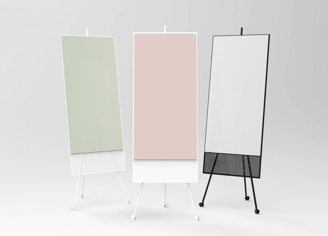 CHAT BOARD SQUAD Solid The Runner in White with Blush glass, with SQUAD Runners in White with Khaki glass and Black with Dove glass