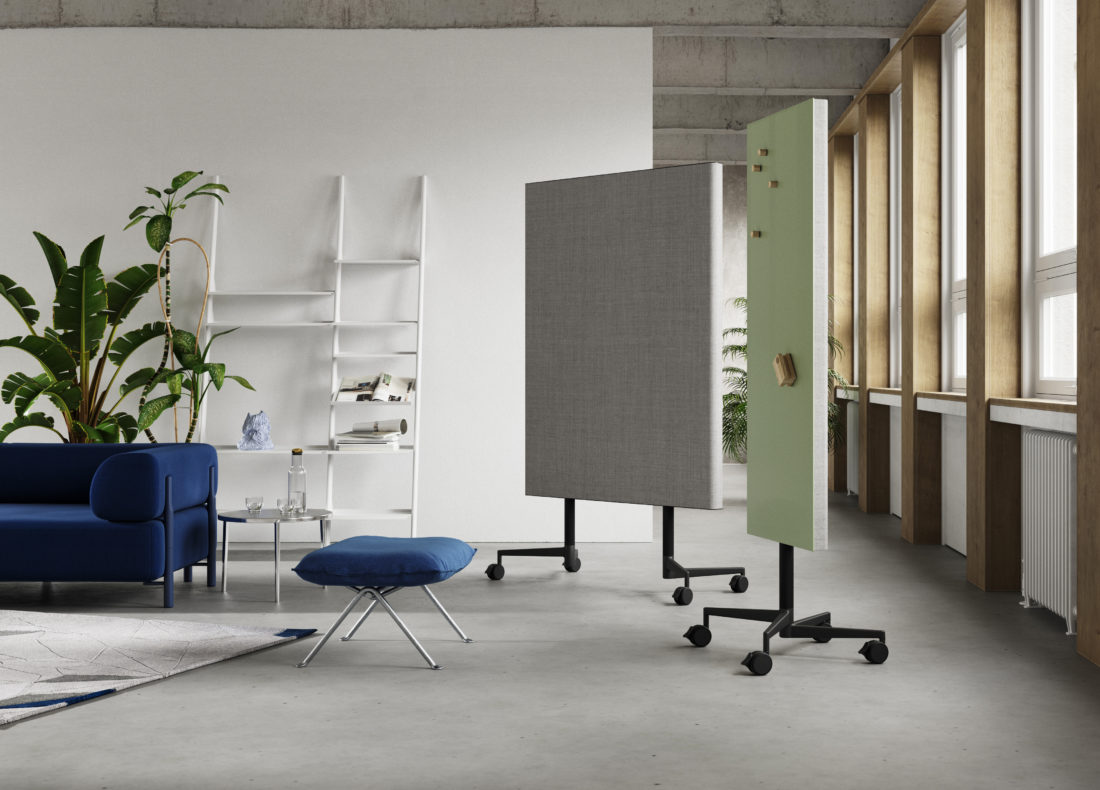 CHAT BOARD Move Acoustic, both versions in breakout space
