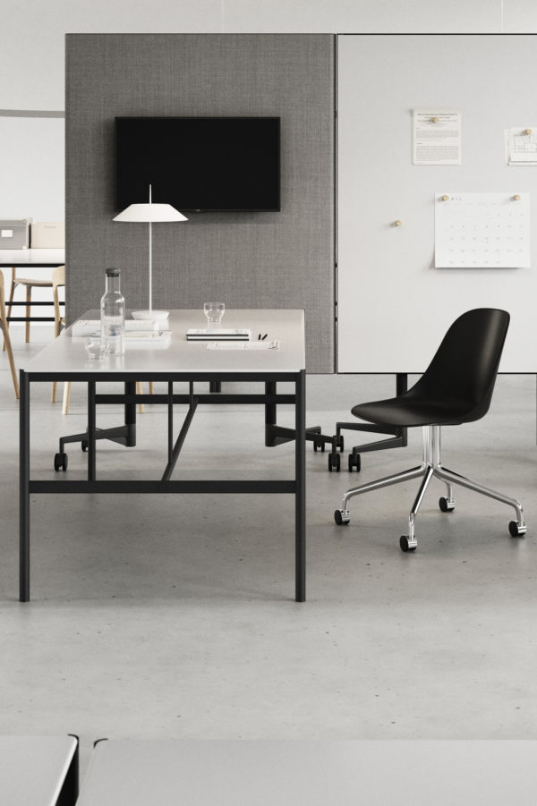 CHAT BOARD MIES Collab table used as desk, with Move Acoustic room dividing, freestanding boards