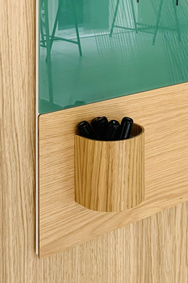 CHAT BOARD Classic Crafted in Pine with Classic Crafted Keeper - close-up
